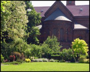 ogród przy klasztorze Kraków